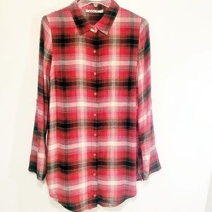 Chloe K Shirt button down pleated in the back